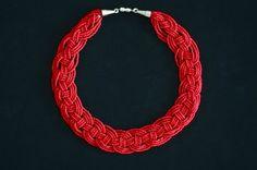 http://lefanciulle.blogspot.hu/2011/11/diy-woven-bead-necklace.html