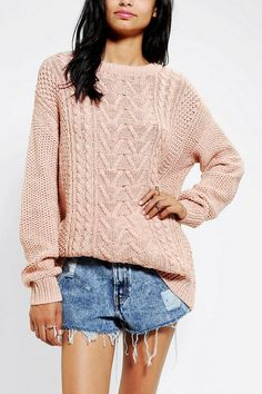 BDG Fall For Cable-Knit Sweater. Must have staple for a fall/winter wardrobe! Fashion Tv, Fashion Outfits, Geek Fashion, Fashion News, Winter Sweaters, Cable Knit Sweaters, Sweaters For Women, Sweater Weather, Arsenal