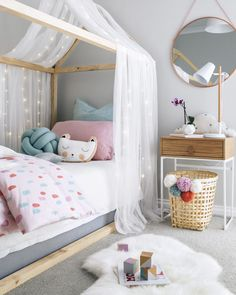 idée deco chambre enfant lit maison Girl Kids Room, Girl Toddler Bedroom, Kids Bedroom Diy Girls, Girs Bedroom Ideas, Girls Princess Bedroom, Luxury Kids Bedroom, Kids Bedroom Lights, Kids Room Lighting, Pastel Girls Room