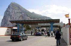 Grenspost met uitzicht // Gibraltar Border ◆Gibraltar - Wikipedia http://nl.wikipedia.org/wiki/Gibraltar #Gibraltar