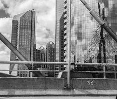 Foto do espelhamento da ponte Estaiada - Marginal Pinheiros