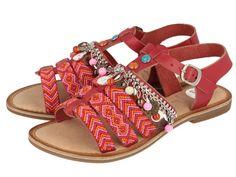 Kiowas / Sandalias rojas de estilo étnico con detalles de abalorios. Corte, forro y plantilla en piel. Unas cómodas y estilosas sandalias de piel en color rojo.