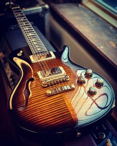 A vintage-inspired instrument that is at once familiar and effortlessly playable. Whether you are looking for rich, authentic, vintage humbucking tones. Bass Ukulele, Prs Guitar, Guitar Shop, Music Guitar, Guitar Chords, Acoustic Guitar, Paul Reed Smith, Guitar Books, Guitar Youtube