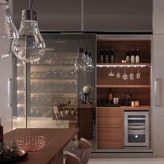 Vina Epicure, abbina la cantina di conservazione vini VINA al mobile Beverage Centre completo di 'humidor' per la conservazione ottimale dei sigari.