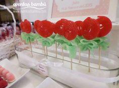 Flores de regaliz                                                                                                                                                                                 Más Cupcake Gift, Cupcake Cookies, Candy Party, Party Treats, Candy Bar Comunion, Bar A Bonbon, Edible Bouquets, Sweet Trees, Candy Crafts