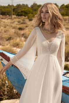 Rembo styling - Boho Chic wedding dresses and bridal gowns Boho Wedding Dress With Sleeves, Wedding Dress Chiffon, Bridal Wedding Dresses, Dream Wedding Dresses, Boho Dress, Dresses With Sleeves, Chic Wedding, Low Key Wedding Dress, Chiffon Dresses