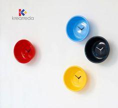Semplicità e ironia sono le parole chiave. Disponibili in tante colorazioni su Acquistale su   http://krearreda.it/complementi-d-arredo/orologi/orologio-catino.html