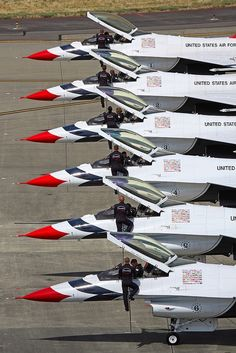 United States Air Force: Thunderbirds F-16 Fighting Falcon