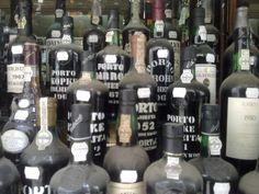 Vinho do Porto, produzido e armazenado no norte de Portugal
