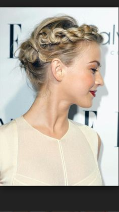 Julianne Hough Hairstyles Who is this mysterious beauty? Yes, she is the pop singer, dancer and actress Julianne Hough. Want to be as excellent as Julianne Hough? Braided Hairstyles For Wedding, Up Hairstyles, Pretty Hairstyles, Hairstyle Ideas, Hair Ideas, Summer Hairstyles, Bridal Hairstyles, Wedding Updo, Celebrity Hairstyles