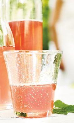 Raparperi-vaniljamehu | Maku Fun Drinks, Alcoholic Drinks, Rhubarb Recipes, Sweet And Salty, Different Recipes, Confectionery, Healthy Smoothies, Love Food, Fun Food