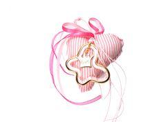 Πανέμορφο κρεμαστό γούρι-φυλαχτό για κορίτσι.  Ιδανικό δώρο για νεογέννητο & βάπτιση.  Μπορεί να φορεθεί και από τη μαμά σαν κόσμημα. Accessories