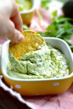 Creamy avocado dip recipes with Peas Yogurt Onion Cilantro Bacon Chips Guacamole Honey Cucumber and Spinach . Step by step tutorial for avocado dip recipes Dairy Free Recipes, Paleo Recipes, Low Carb Recipes, Cooking Recipes, Hummus, Pesto, Avocado Dessert, Avocado Recipes, Appetizer Recipes