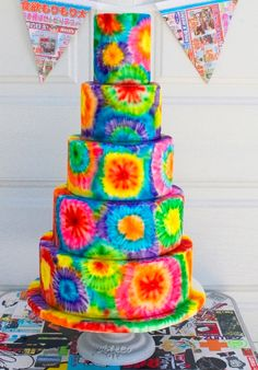 Peace, love & cupcakes! For a fun summer-of-love party vibe, create these easy & fun tie-dye cupcakes, with this step-by-step tutorial. #birthdaycakes