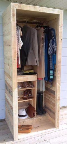 Built a Pallet Wardrobe or Pallet Closet   101 Pallet Ideas