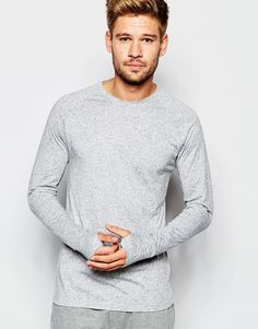 """Muscle fit t-shirt by ASOS Lightweight stretch jersey Crew neck Slim cut sleeves Tight fit to the body Fitted sleeves Thumb-hole detail Skinny fit - cut closely to the body Machine wash 84% Polyester, 16% Linen Our model wears a size Medium and is 183cm/6'0"""" tall"""