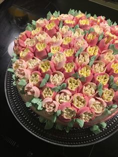 First go with russian tips and meringue buttercream Cake Flowers, Buttercream Cake, Meringue, Cakes, Sweet, Tips, How To Make, Buttercream Ruffles, Merengue