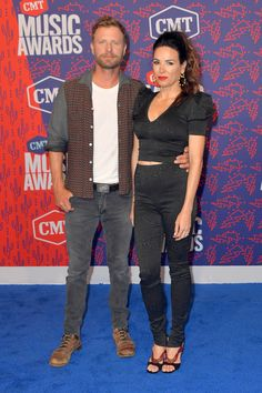 Cassidy Bentley Photos - Dierks Bentley and Cassidy Black attend the 2019 CMT Music Awards - Arrivals at Bridgestone Arena on June 2019 in Nashville, Tennessee. American Country Music Awards, Country Music Stars, Country Singers, Cassidy Black, Cmt Music Awards, Easton Corbin, Young Americans, Dierks Bentley, Florida Georgia Line
