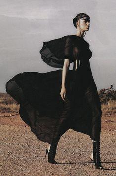 Marleen Gaasbeek by Simon Upton for Harper's Bazaar Australia April Fashion Editorial Desert Fashion, Dark Fashion, New Fashion, Trendy Fashion, Gothic Fashion, Editorial Photography, Fashion Photography, Or Noir, Witch Fashion