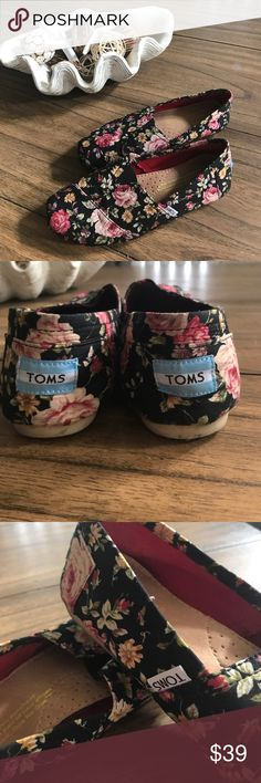 Vintage 🌹 Roses 🌹 TOMS - So Romantic! This beautiful pair of shabby chic rose print Toms are stunning in black with vintage roses! Worn twice these beauties have no wear (other than discoloration) on the soles - no wear to the uppers or lining. These romantic rose 🌹 beauties would look great with jean shorts and a lacy white tank or a boho maxi dress alike. From a smoke free home. 🍷 Toms Shoes Flats & Loafers