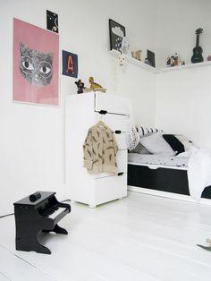 jeśli jesteście na etapie urządzania pokoju dla dziecka, to zapraszam na interesujące wędrówki po ciekawych wnętrzach z oryginalnymi pomysłami na jego urządzenie. Pokój dziecięcy w pięknym wydaniu - styl skandynawski przede wszystkim :)