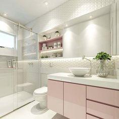 Banheiro de uma princesa delicada ☺️ Destaque para o 3d Pirâmide da @ceusarevestimentos que eu aaaamo!  e tbm para porta do armário deslizante de espelho, super prática e funcional ☺️ #mamãeama #maisumf