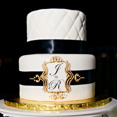 Wedding Cake Wednesday: A Modern ClassicEver After Blog | Disney Fairy Tale Weddings and Honeymoon