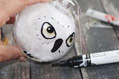 Diy Harry Potter Hedwig Christmas Ornament - Life Family Joy Happy New Year Hedwig Harry Potter, Classe Harry Potter, Harry Potter Decor, Harry Potter Gifts, Harry Potter Birthday, Harry Potter Christmas Decorations, Harry Potter Christmas Tree, Hogwarts Christmas, Diy Christmas Ornaments