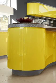 Parapan® 's high gloss acrylic kitchen in a vibrant new lemon zest colour! This'd wake you up in the morning wouldn't it? Kitchen Layout, Kitchen Colors, Small House Kitchen Ideas, Gloss Kitchen, Bespoke Kitchens, Ranch Style, Mellow Yellow, Wall Colors, Modern