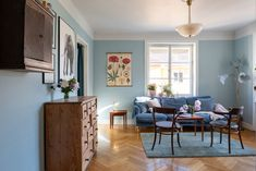 blauwe verf muur woonkamer slaapkamer Stockholm, Studio Paris, Interior Design Inspiration, Midcentury Modern, Future House, Entryway, New Homes, Living Room, Architecture