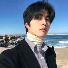 Who is this guy! Cute Asian Guys, Pretty Asian, Asian Boys, Cute Guys, Korean Girl Ulzzang, Couple Ulzzang, Cute Korean Boys, Korean Men, Beautiful Boys