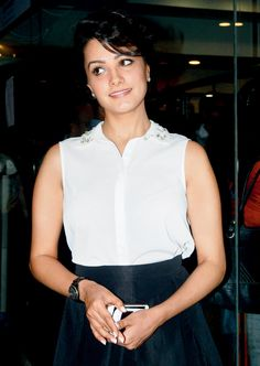 Anita Hassanandani seen at a Fitness book launch event. Girl Photo Poses, Girl Photos, Bollywood Fashion, Bollywood Actress, Book Launch, Madhuri Dixit, Sexy Jeans, Celebs, Celebrities