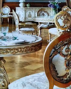 Elegance and Personal Twist in Golden #furnituredubai #interiordesignerdubai #dinningroomdecor #dubaidecor #interiorsofdubai #goldenfurniture #realestatedubai #realtordubai #interiorinspiration #interiorstyling #interiorsluxury #interiors #artearredo @artearredo #italydesign #arabicdesign #uaedesign #uaelandmark #dxbdesign #mydubaibusiness originally shared on Instagram via ArabianEscapes.com by jorge_rangel_interiors #Apartments #Villas #Properties #Property #ArabianEscapes…