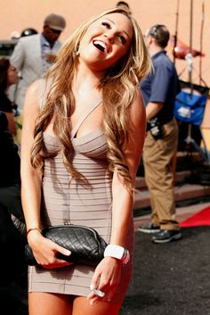 Amanda Bynes Photos Photos - Actress Amanda Bynes arrives at the 2011 MTV Movie Awards at Universal Studios' Gibson Amphitheatre on June 5, 2011 in Universal City, California. - 2011 MTV Movie Awards - Red Carpet
