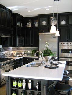 Black done right - pretty and modern kitchen.