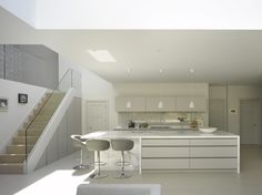 Gorgeous light filled space with Roundhouse bespoke Urbo matt lacquer kltchen Minimal Kitchen Design, Minimalist Kitchen, Kitchen Designs, Kitchen Ideas, Bespoke Kitchens, Luxury Kitchens, White Kitchens, Small Open Plan Kitchens, Mexican Style Kitchens