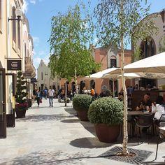 Shopping @ La Roca Village