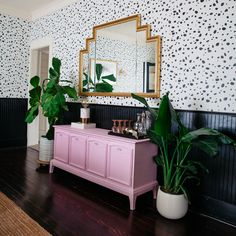 A black and white stenciled accent wall with the Dalmatian Spot Wall Stencil . A black and white stenciled accent wall with the Dalmatian Spot Wall Stencil . Spotty Wallpaper, Wallpaper Decor, Pink Wallpaper Dining Room, Salon Wallpaper, Bedroom Wallpaper Accent Wall, Graphic Wallpaper, Cheap Home Decor, Diy Home Decor, Trendy Home Decor
