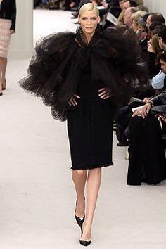 Chanel Spring 2004 Couture Fashion Show - Nadja Auermann, Karl Lagerfeld