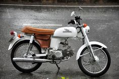 honda benly 50, restored with leather pannier.
