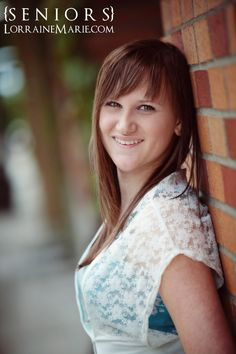 High School Senior Girls Picture Poses | Seattle Senior Pictures in Downtown Bellevue | Seattle Senior & Family ...