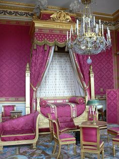 Bedroom in Compiegne Castle (France).