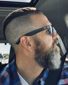 Men's Hairstyles Take On a Sexy New Look! Best Hairstyles For Older Men, Mens Hairstyles With Beard, Haircuts For Men, Medium Beard Styles, Hair And Beard Styles, Long Hair Styles, Pelo Hipster, Undercut Fade Hairstyle, Moda Masculina