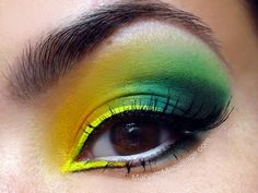 Neon! Verde e amarelo com esfumado preto no canto externo do olho / Neon! Green and yellow with smoky black on the outer corner of the eye