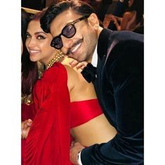 Aww 😘 @deepikapadukone @ranveersingh . . . . . . . . .#DEEPVEERKISHAADI #DEEPVEERWEDDING #DEEPIKAWEDSRANVEER #DEEPVEERRECEPTION . . . . .… Bollywood Couples, Bollywood Wedding, Bollywood Stars, Bollywood Celebrities, Bollywood Fashion, Deepika Ranveer, Deepika Padukone Style, Ranveer Singh, Cute Couple Poses