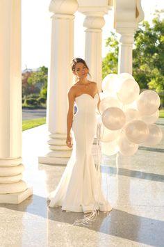 White elegant dress from lulu for her birthday shoot. I just love how elegant she looks. Hapa Time, Jessica Ricks, Moda Blog, Strapless Maxi, California Style, California Fashion, Up Girl, Formal Dresses, Wedding Dresses