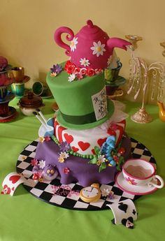 How perfect is an unbirthday cake for a baby shower? (too bad the cheshire cat on this one is the wrong color...) ;)