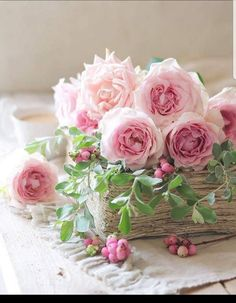 Discovered by ℓυηα мι αηgєℓ ♡. Find images and videos about roses, decoration and flores on We Heart It - the app to get lost in what you love. Shabby Flowers, Pink Flowers, Beautiful Flower Arrangements, Floral Arrangements, My Flower, Pretty Flowers, Rose Cottage, Color Rosa, Flower Wallpaper