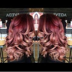 Roseblonde hair, 2019 hair, balayage hair ve dyed hair. Cabelo Rose Gold, Rose Gold Hair, Rose Gold Ombre, My Hairstyle, Pretty Hairstyles, Boho Hairstyles, Blond Rose, Caramel Blond, Balayage Hair Blonde Medium