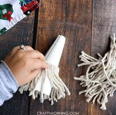 How to Make Mop Gnomes - Crafty Morning Christmas Crafts To Make, Christmas Gnome, Christmas Projects, Simple Christmas, Holiday Crafts, Gnome Tutorial, Diy Mode, Dollar Tree Crafts, Cute Crafts